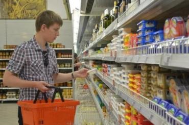Петербуржцы стали активнее тратить в магазинах