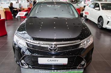 Муниципалов Купчино хотят проверить из-за покупки Toyota Camry за 1,1 млн рублей