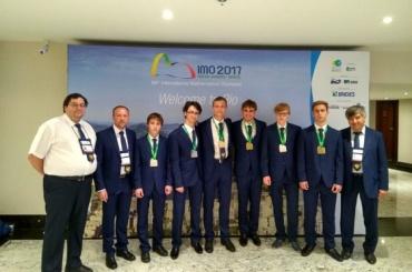 «Золото» на международных олимпиадах по физике и математике завоевали школьники из Петербурга