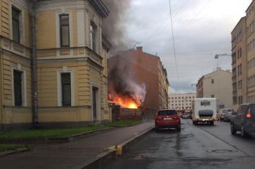 Гаражи вспыхнули на улице Ивана Черных