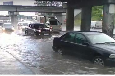 Бухарестскую затопило от Международной до Волковской