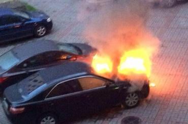 Toyota Camry сгорела на Заслонова