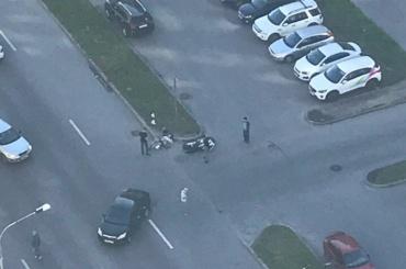Мотоциклист врезался в Ford в Красносельском районе