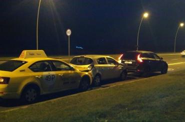Машины собрались в «паровозик» после ДТП у Пулково