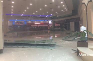 Крыша ТРК «Рио» обрушилась после ливня