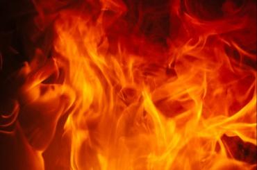 Пожар в Калининском районе тушили 13 человек