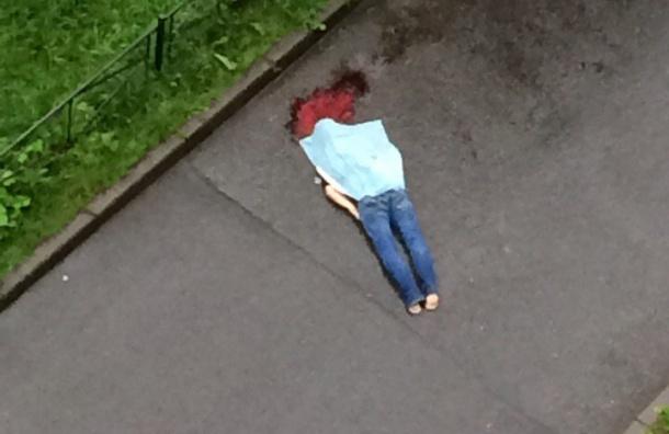 Человек выпал из окна дома на проспекте Культуры