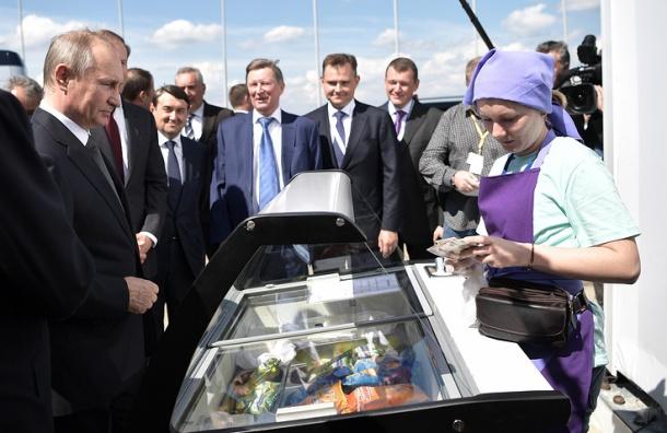 Путин на сдачу угостил министров мороженым на МАКС-2017