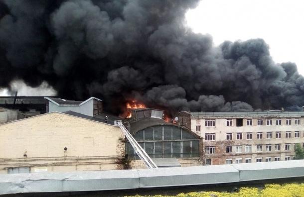 Крупный пожар произошел на Кировском заводе в Петербурге