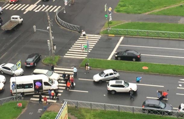 Женщина-пешеход погибла в аварии с ВАЗ и Land Rover