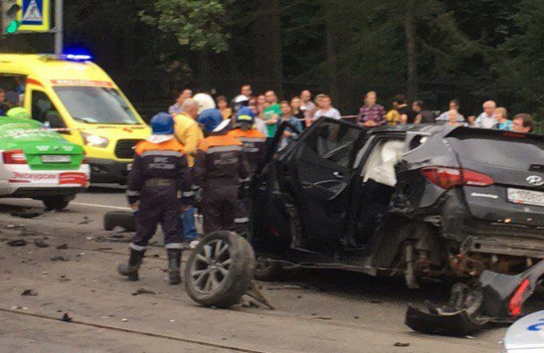 Проезд по Энгельса перекрыли из-за массовой аварии