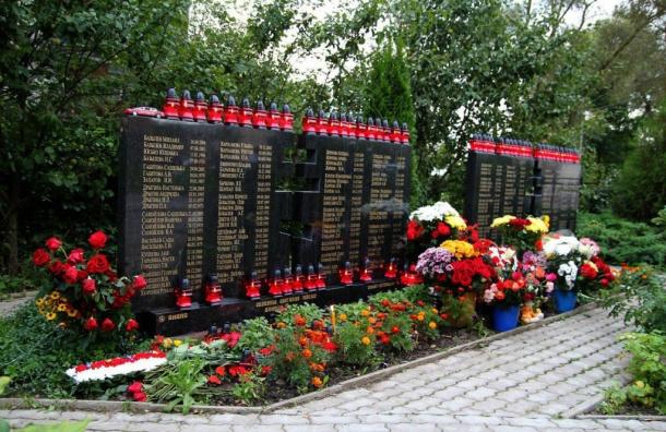 Петербуржцы вспоминают жертв авиакатастрофы рейса Анапа— Петербург
