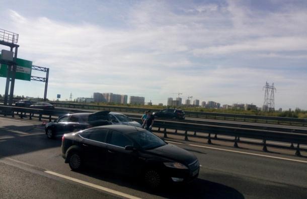 Пробка в 3 километра собралась из-за массовой аварии на КАД