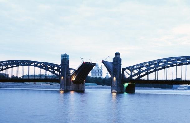 Реверсивное движение введут на Большеохтинском мосту