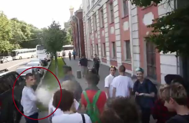 Депутат Вишневский потребует отполиции объяснений занападение наЛГБТ-акции