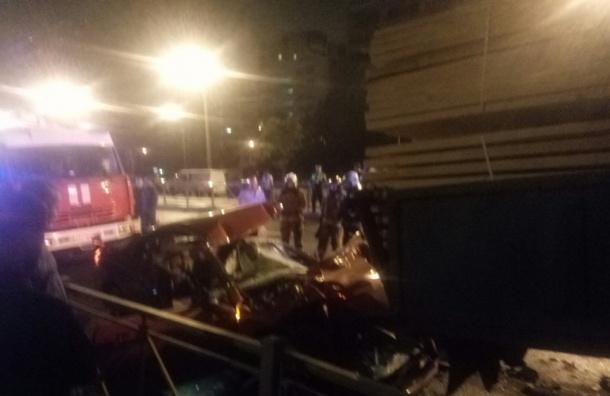 Трое погибли в ДТП с грузовиком и BMW на Софийской