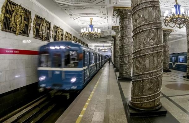 Петербуржцы пронесли в метро 39 пистолетов, 3 гранаты и 112 ножей