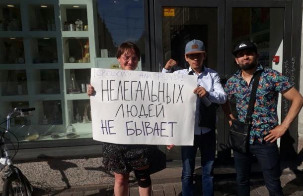 Пикет взащиту корреспондента «Новой газеты» прошел вПетербурге