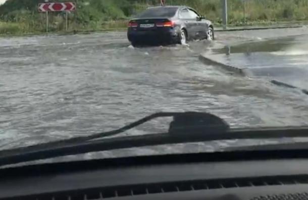 Дороги вСлавянке, Петергофе иЛомоносове затопило после дождя, UPD