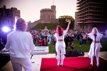 Королева Елизавета II устроила вечеринку под песни ABBA
