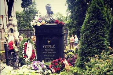 Власти почтили память первого мэра Петербурга