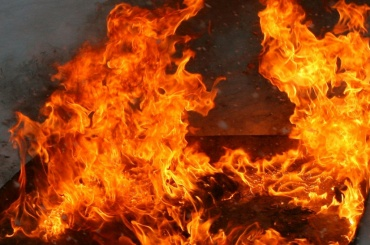 Кухню тушили спасатели в квартире на Большом проспекте