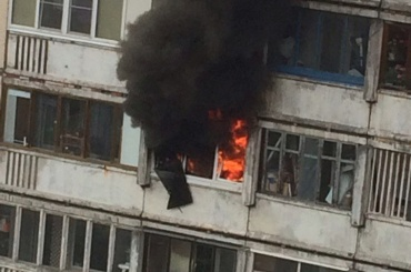 Квартирный пожар на Ленской улице тушили 15 спасателей