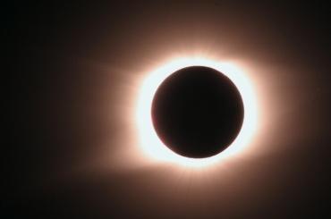 Полное солнечное затмение началось в США