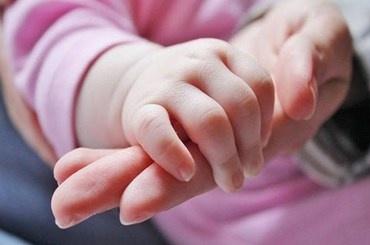 Годовалого малыша без матери обнаружили в садоводстве в Колпино