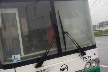 Автобус с пассажирами загорелся на мосту Кадырова