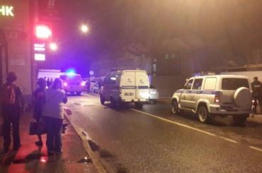 Автомобиль въехал в толпу пешеходов на Промышленной улице, погиб человек