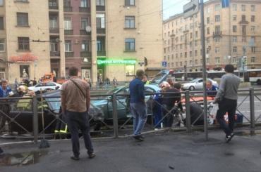 Три иномарки столкнулись в Невском районе