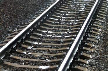 Двое школьников закидывали поезда петардами