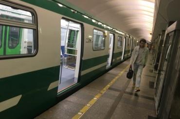 Зеленые новые поезда появились в метро Петербурга