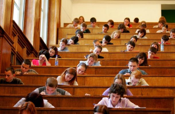 Стипендии студентам поднимут на 6 процентов