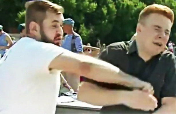Покалеченным лицом журналиста НТВ рекламируют омские беляши