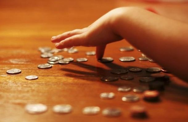 Детское пособие в Петербурге хотят в 70 раз