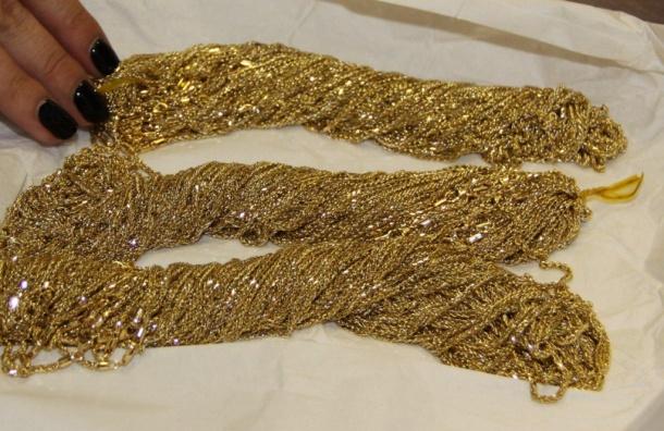 Пассажир Пулково пытался провезти золота на26 млн рублей