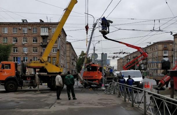 Автокран влетел в столб на Ивановской улице