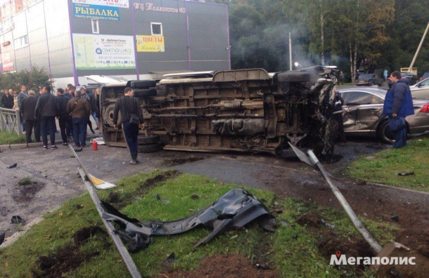 Мужчина погиб в страшной аварии на Таллинском шоссе
