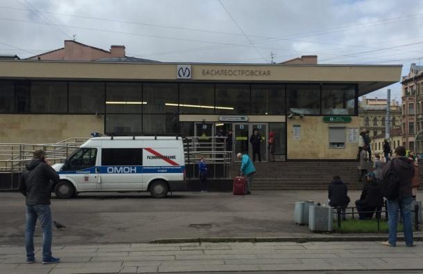 Станцию «Василеостровская» закрыли на вход и выход