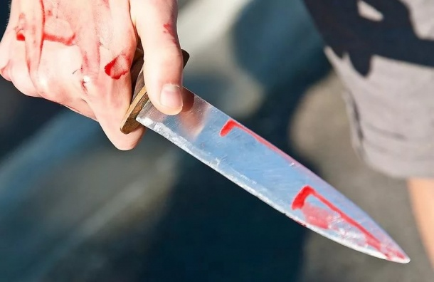 Подростка пырнули ножом на улице Верности