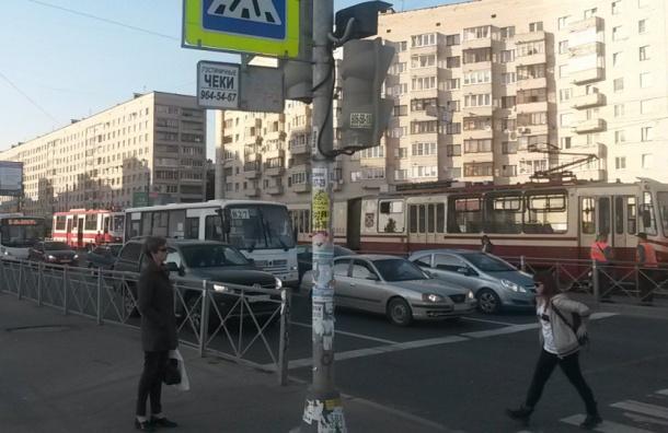 Трамваи встали в пробку у метро «Гражданский проспект»