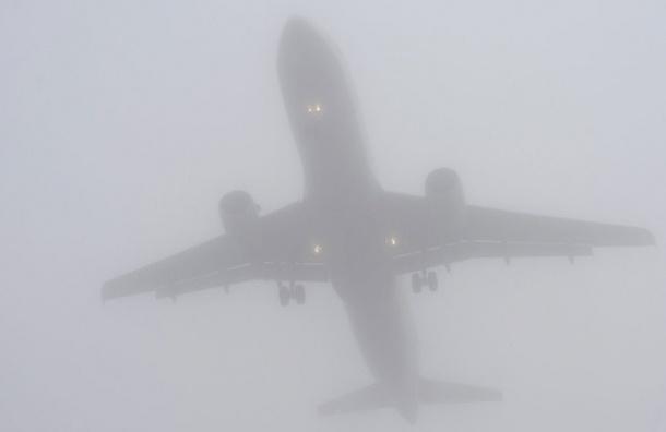 Самолеты не садятся в Пулково из-за тумана