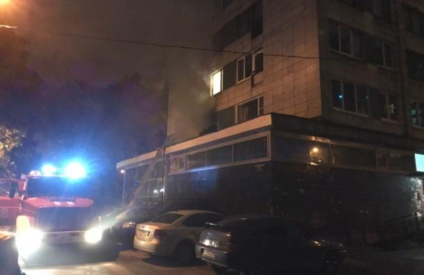 Ночной пожар наМосковском выгнал издома десять человек