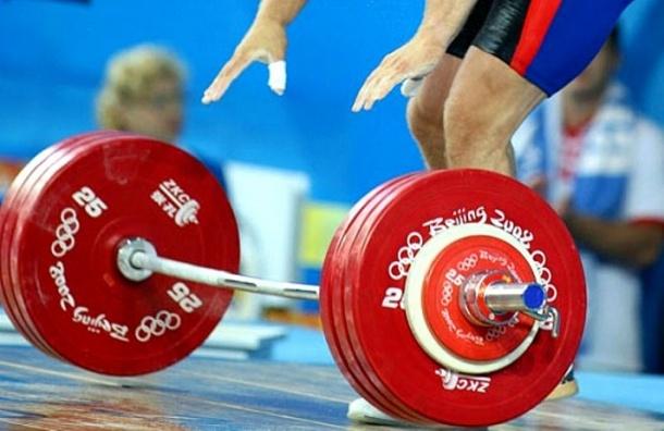 Федерацию тяжелой атлетики РФ на год отстранили от соревнований
