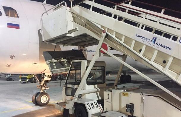 Пулково после падения двух пассажирок вывело из эксплуатации часть трапов