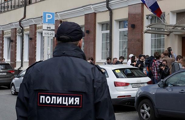 """Обыски проходят в петербургских офисах страховой компании """"Эрго"""""""