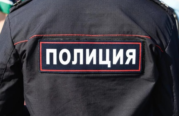 Труп молодого мужчины нашли у мусорного бака на улице Бутлерова