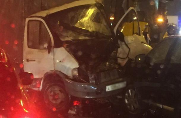 Водителя вырезали из авто после ДТП на Октябрьской